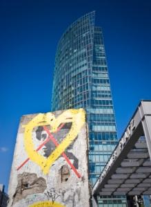 pic Spotlights Berlin wall iStock_000009673520XSmall